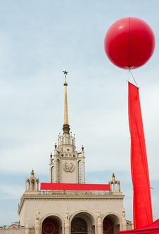 Free Celebration Balloon And Red Flag Royalty Free Stock Image - 22283416