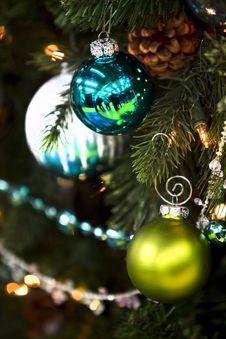 Free Christmas Tree Decorations Stock Photo - 22287840