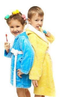 Free Brother Sister Dressing Gown Brush Their Teeth Royalty Free Stock Images - 22294879