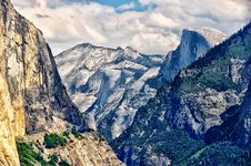 Free Yosemite Landscape With Half Dome Stock Photography - 22302512