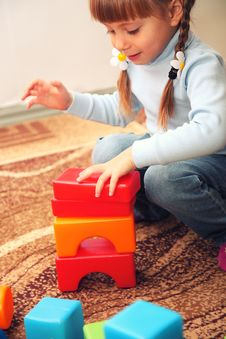 Free Little Girl Playing With Cubes Stock Images - 22302694