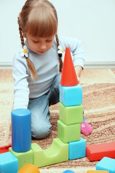 Free Little Girl Playing With Cubes Royalty Free Stock Image - 22302706