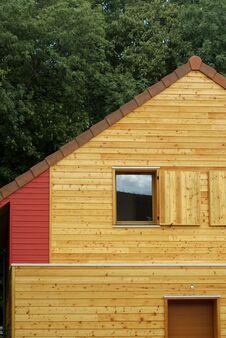 Free Ecologic Wooden House Royalty Free Stock Photo - 22311315
