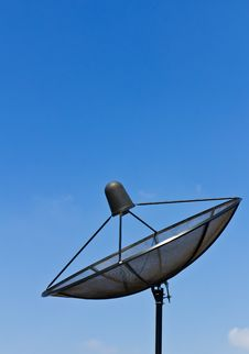 Free Satellite Dish Antennas Royalty Free Stock Image - 22338536