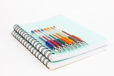 Free Notebooks And Pens Royalty Free Stock Photography - 22342597