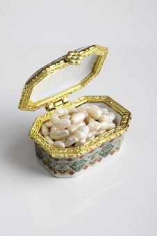 Free Precious Pearl Box Stock Photo - 22343120