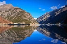 Free Mountain Lake Royalty Free Stock Image - 22343496