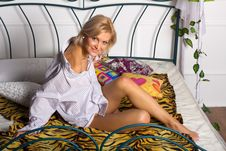 Free Pretty Woman Sitting On The Bed Royalty Free Stock Photo - 22347155