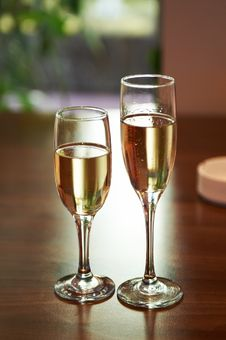 Free Two Glasses Of Champagne Royalty Free Stock Photo - 22347815