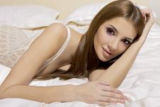 Free Beautiful Brunette In Bed Royalty Free Stock Images - 22356679