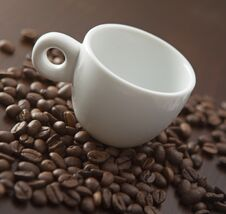 Free White Cup With Coffee Beans Royalty Free Stock Photo - 22385585