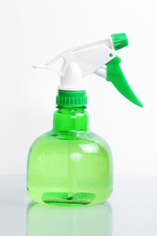 Free Green Spay Bottle Royalty Free Stock Photography - 22391587