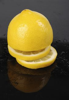 Free Sliced Lemon On Black Royalty Free Stock Photos - 2249168