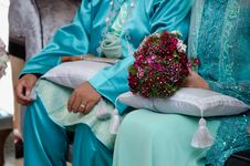 Hand Holding Bouquet Of Flower Royalty Free Stock Photos
