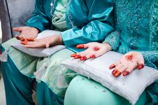 Free Hands Decorated With Henna Stock Photos - 22422083