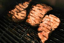 Free Flame Grilled Meat On A Grill Royalty Free Stock Photography - 22444207