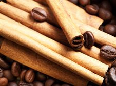 Free Coffee Beans And Cinnamon Royalty Free Stock Photo - 22455305