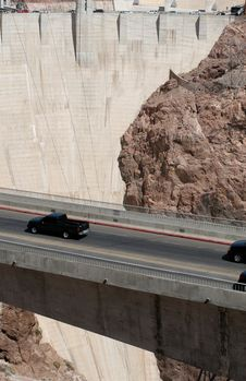 Free Cars Crossing The Hoover Dam Royalty Free Stock Image - 22484026
