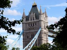 Free Tower Bridge Royalty Free Stock Images - 22484079