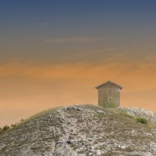 Free Shack On The Hilltop Royalty Free Stock Images - 22492289