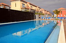 Free Blue Water Pool Royalty Free Stock Photography - 2259777