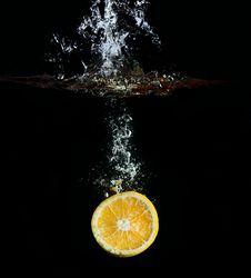 Free Orange In Water Splashes Royalty Free Stock Image - 22514646