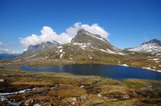 Free Beautiful Mountain Lake In Norway Royalty Free Stock Photo - 22516785