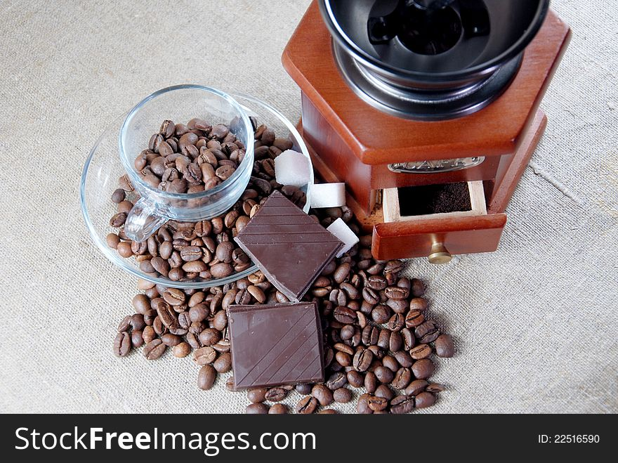 A wooden  grinder  and  glass  cup
