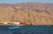 Free Boat, Hotels And Mountains On Sea Shore In Egypt Stock Photography - 22536552