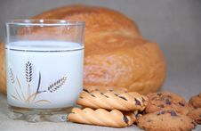 Free Milk And Cookies Home Royalty Free Stock Photos - 22542158