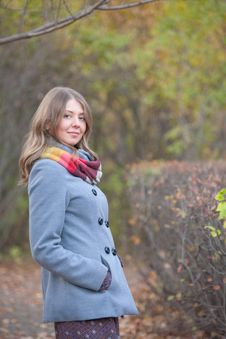 Free Girl On A Walk In The Autumn Park Royalty Free Stock Photography - 22554777