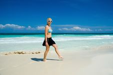 Free Woman On A White Sand Beach Royalty Free Stock Images - 22558429
