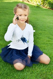 Free Girl Talking On Mobile Phone Royalty Free Stock Images - 22568479