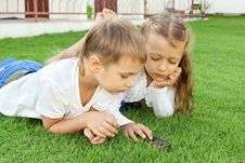 Free Boy And Girl Playing On A Mobile Phone Stock Image - 22568491