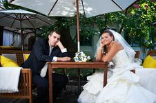 Free Bridal Couple Sitting On Benches In Cafe Royalty Free Stock Photos - 22568758