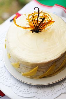 Free Vanilla And Mango Cake With Caramel Decoration Stock Photography - 22588322