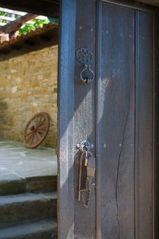 Free Ancient Wooden Door Royalty Free Stock Photos - 22589828