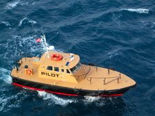 Free Pilot Boat Royalty Free Stock Photos - 22596938