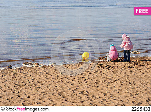 Free Two Girls Play On The Beach Stock Photos - 2265433