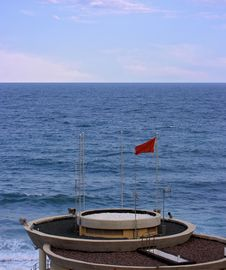 Free Lifeguard Tower With Red Flag Stock Photo - 2268020
