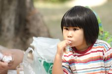 Free Asian Little Girl Eating Outdoor Royalty Free Stock Photos - 22604258