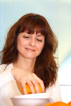 Free Woman Making Orange Juice Royalty Free Stock Photography - 22615107