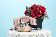 Free Pink Phone And Roses Stock Photography - 22618412