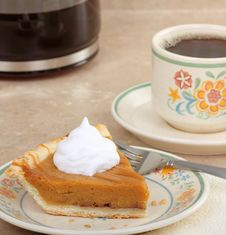 Free Pumpkin Pie And Coffee Royalty Free Stock Image - 22636596