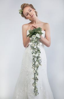 Free Lovely Bride Blonde With Bouquet Of Fresh Flowers Stock Photography - 22638192