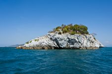 Free Lonely Small Island In The Gulf Of Thailand Royalty Free Stock Images - 22662799
