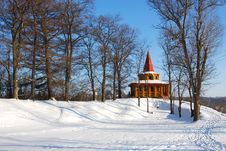 Free Wooden Arbor In Park In The Winter Royalty Free Stock Images - 22671399