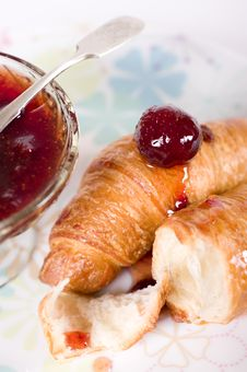Croissant With Strawberry Jam Royalty Free Stock Photos