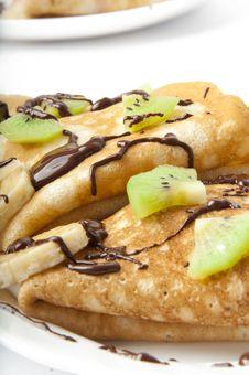 Free Pancakes With Kiwi And Banana Stock Photos - 22699473