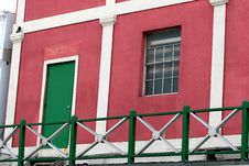 Free Pink Stucco And Green Door Royalty Free Stock Images - 2275399